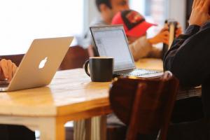 Różnice między kredytem a gotówką